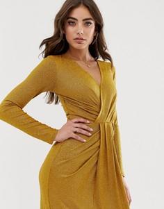 Золотистое платье макси с эффектом металлик и драпировкой Lipsy - Золотой