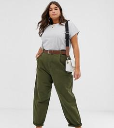 Суженные книзу джинсы бойфренда цвета хаки с рельефными швами и ремнем ASOS DESIGN Curve - Зеленый