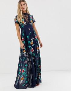 Темно-синее платье макси с вышивкой, глубоким вырезом и кружевной вставкой Frock And Frill - Темно-синий