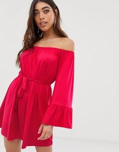 Платье с открытыми плечами и расклешенными рукавами Lipsy - Розовый