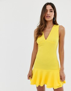 Желтое облегающее платье с баской AX Paris - Желтый