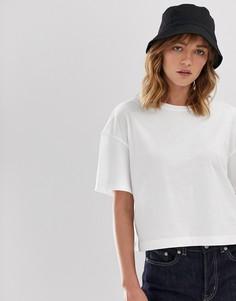Белая укороченная свободная футболка Weekday - Белый