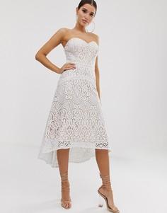 Белое кружевное платье для выпускного с вырезом сердечком Lipsy - Белый