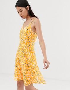 Платье мини на бретельках и с цветочным принтом Selected Femme - Желтый