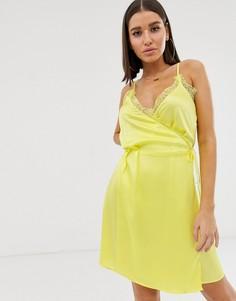 Желтое платье на бретельках с запахом и кружевом Missguided - Мульти