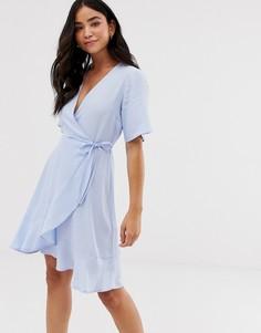 Голубое платье мини с запахом и оборкой по нижнему краю New Look - Синий