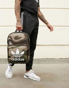 Камуфляжный рюкзак с принтом трилистника adidas Originals - Зеленый