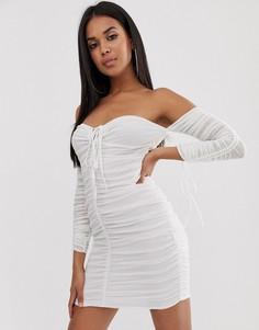 Белое присборенное платье мини с открытыми плечами и длинными рукавами Club L London - Белый