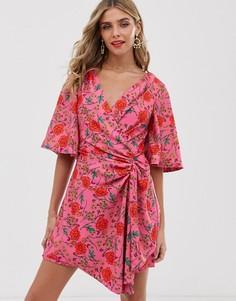 Платье мини с запахом и цветочным принтом Finders Keepers - Hana - Розовый