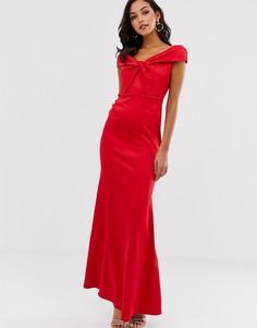 Атласное платье макси с открытыми плечами и перекрутом City Goddess - Красный