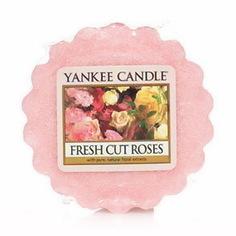 Свечи, подсвечники, аромалампы Аромасвеча тарталетка Свежесрезанные розы 1038344E Yankee Candle