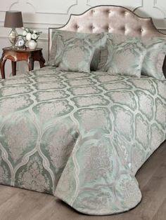 Пледы и покрывала Покрывало с декоративными подушками Togas Версаль Silver-Green (40.12.61.0152)