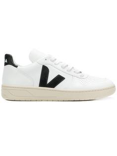Veja кроссовки на шнуровке с V-образными панелями