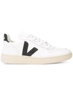 Veja кроссовки с перфорацией на носке
