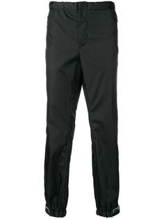 Prada брюки с логотипом на манжетах