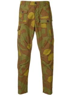 Dsquared2 брюки карго с камуфляжным принтом