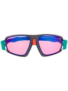 Oakley солнцезащитные очки с затемненными линзами в квадратной оправе