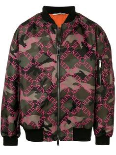 Valentino куртка-бомбер VLTN с камуфляжным принтом