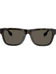 Burberry Eyewear солнцезащитные очки в квадратной оправе