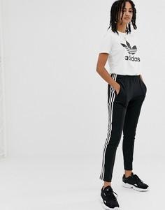 Черные брюки-сигареты с тремя полосками adidas Originals adicolor - Черный