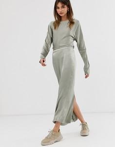 Оливково-зеленая атласная юбка макси ограниченной серии Weekday - Зеленый