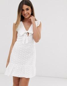 Платье мини с вышивкой ришелье и завязкой спереди Parisian - Белый
