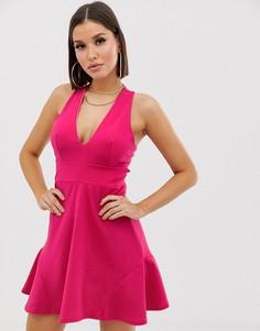 Короткое приталенное платье с вырезом сзади Club L London - Розовый