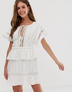 Платье в полоску с баской Stevie May Elm - Белый