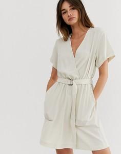 Светло-бежевое платье с поясом Weekday - Бежевый