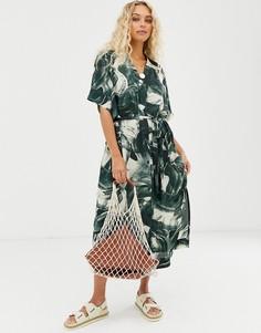 Зеленое платье-рубашка с принтом в виде мазков кисти Weekday - Мульти