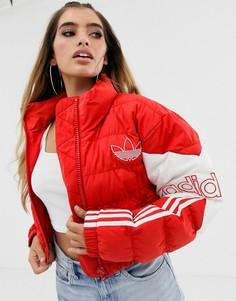 Красная короткая дутая куртка adidas Originals - Красный