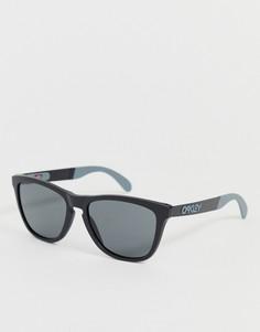 Черные матовые солнцезащитные очки с серыми стеклами Oakley Frogskins - Красный