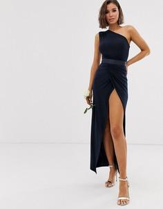 Платье макси на одно плечо с отделкой на поясе Club L London bridesmaid - Темно-синий