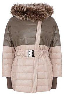 Утепленная кожаная куртка с отделкой мехом енота Vericci