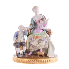 Фигурка Wah luen handicraft женщина в кресле с детьми 26см (27-232)