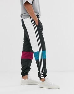 Белые спортивные брюки асимметричного кроя adidas Originals