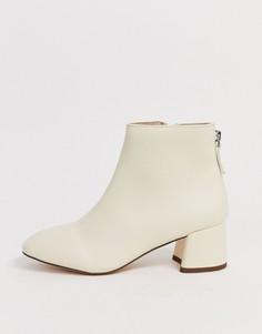 Кремовые ботинки на блочном каблуке Miss KG