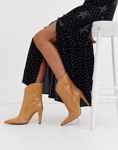 Кожаные бежевые ботинки с острым носком Topshop