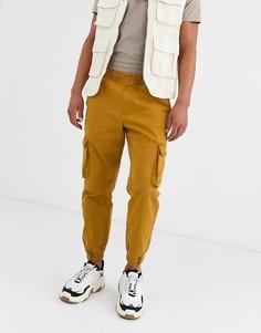 Коричневые брюки карго с карманами Bershka