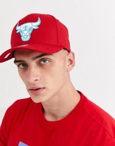 Бейсболка красного/сине-зеленого цвета Mitchell & Ness Chicago Bulls 110