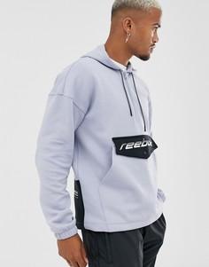 Синяя куртка с молнией до груди и логотипом на кармане Reebok