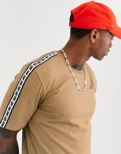 Светло-бежевая футболка от комплекта с фирменной лентой Nike SUIT 31