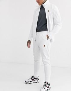 Белые джоггеры Nike Court Essential