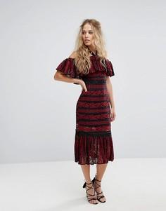 Кружевное платье миди с открытыми плечами и баской Foxiedox-Красный
