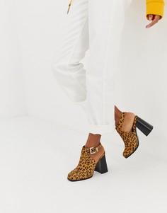 Замшевые премиум-туфли с закрытым носком и ремешком через пятку ASOS DESIGN-Мульти