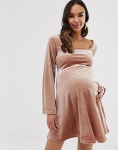 Бархатное короткое приталенное платье с отделочными швами на груди ASOS DESIGN Maternity-Розовый