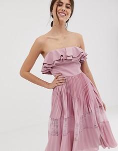 Розовое платье без рукавов с оборкой и плиссированной юбкой True Decadence Рremium-Розовый