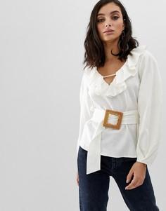 Блузка из материала с добавлением льна с длинными рукавами, оборками, V-образным вырезом и поясом с оригинальной пряжкой ASOS DESIGN-Белый