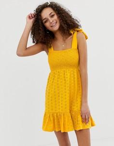 Сарафан с вышивкой ришелье и завязывающимися бретельками ASOS DESIGN-Желтый