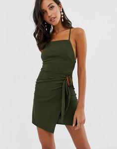 Платье мини с запахом и черепаховой пряжкой ASOS DESIGN-Зеленый
